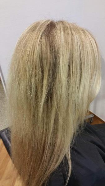 Damit es schön schnell geht (Zeit ist Geld) wurden der Kundin die Haare bei einem Discountfriseur mit 12% blondiert... Ergebnis: EXTREMER HAARBRUCH
