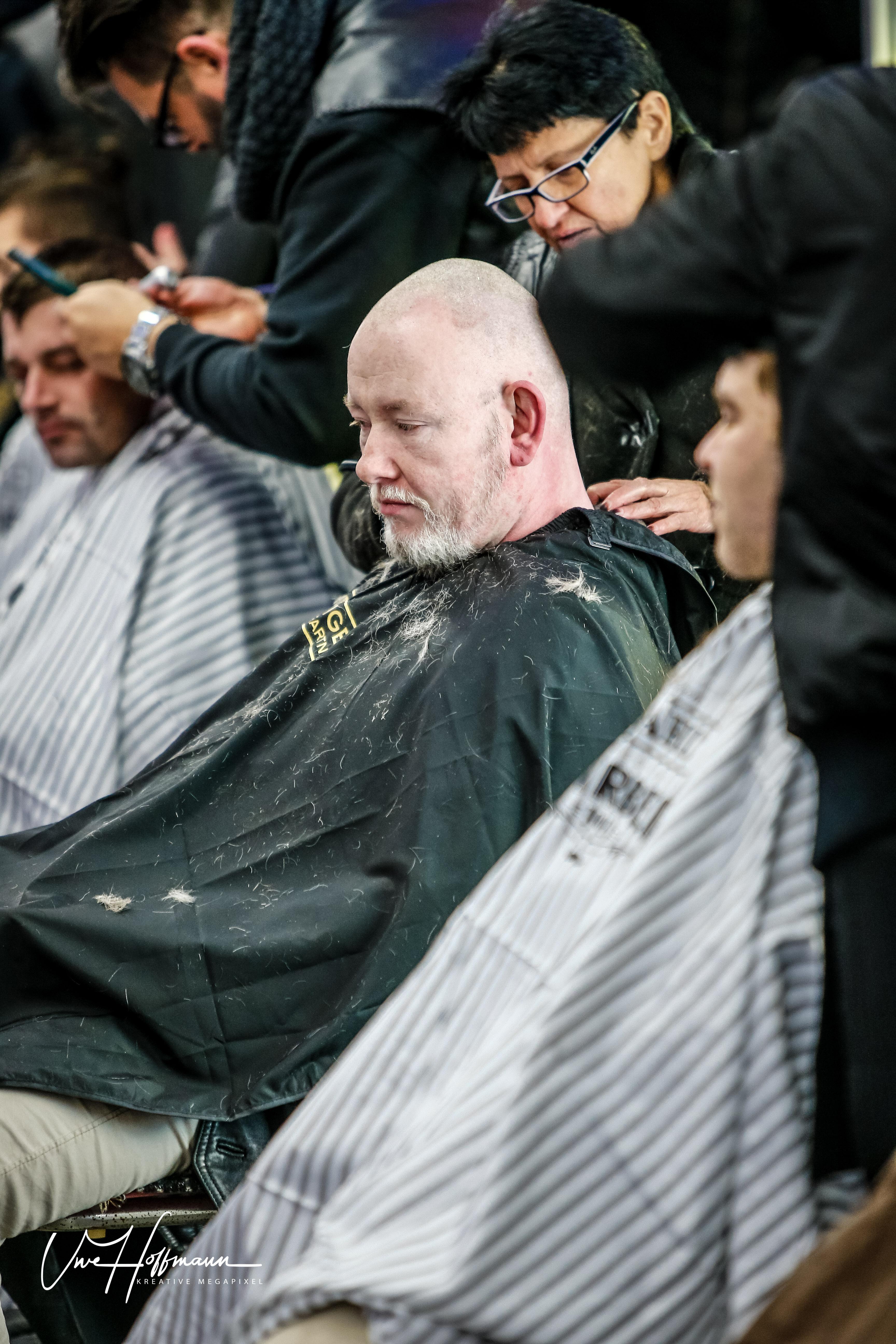 barber angels hamburg uwe hoffmann 95 friseursalon haarchitektur in l neburg. Black Bedroom Furniture Sets. Home Design Ideas